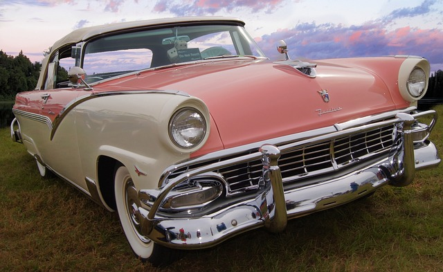 https://pixabay.com/es/ford-fairlane-coche-cl%C3%A1sico-ford-586930/