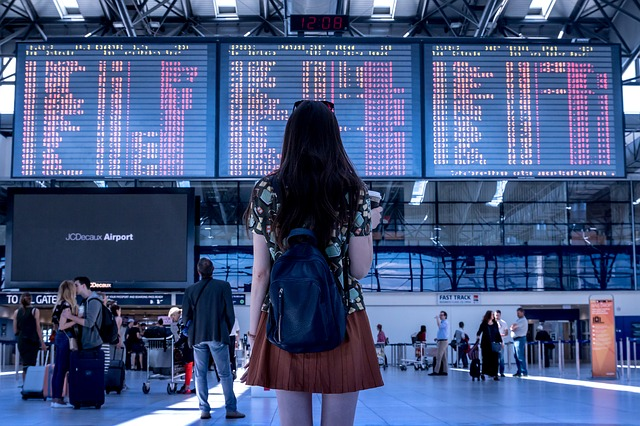 https://pixabay.com/en/airport-transport-woman-girl-2373727/